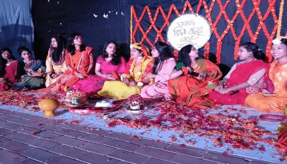 ক্যাম্পাসে ছাত্রীর গায়ে হলুদের অনুষ্ঠান