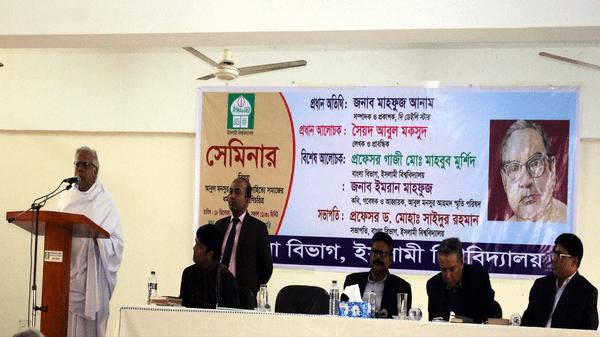 'বই পড়ার আনন্দ ফেসবুকে মিলে না': আবুল মকসুদ