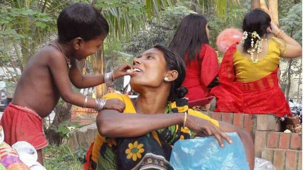 ভালোবাসা দিবস হোক মায়ের প্রতি ভালোবাসার বহি:প্রকাশ