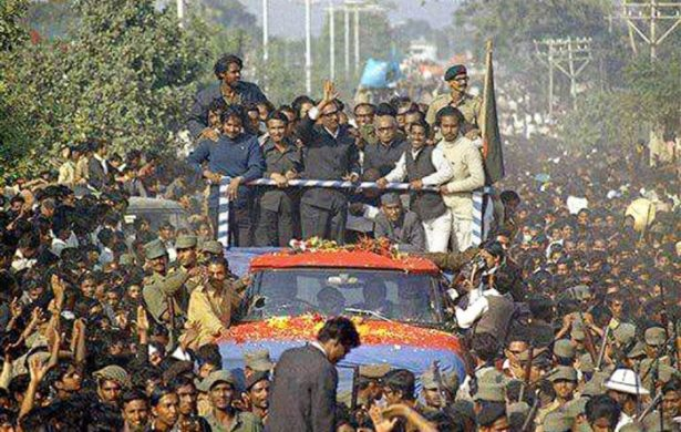 Over half a million people lined up on the road from the airport to Shahbagh to welcome the leader home Mujib100.gov.bd