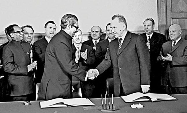 Bangabandhu and the Soviet Premier Alexei Kosygin after signing the joint declaration at Kremlin on March 3, 1972.